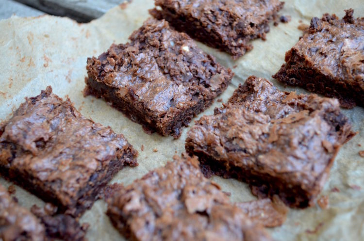 cashew-butter-fudgy-paleo-brownies-750x497